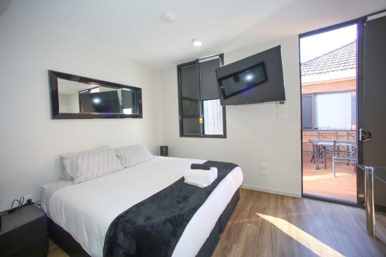 jesmond executive villas large studio apartment bed